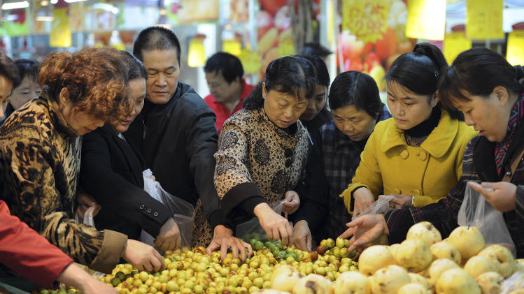 China's inflation falls on lower food cost rise