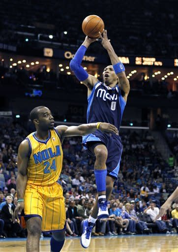 Odom, West lead Mavs to 83-81 win over Hornets