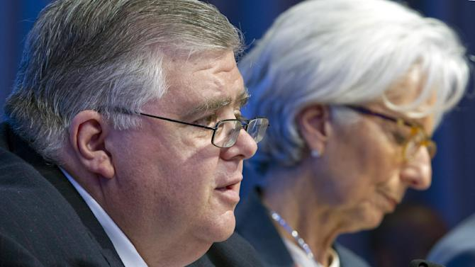 International Monetary and Financial Committee (IMFC) Chair Governor of the Bank of Mexico Agustín Carstens, accompanied by International Monetary Fund (IMF) Managing Director Christine Lagarde, speaks during a news conference after the IMFC meeting at the World Bank-International Monetary Fund annual meetings in Washington, Saturday, April 18, 2015. ( AP Photo/Jose Luis Magana)