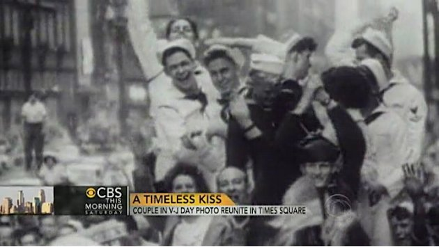 VJ Day Times Square kiss couple …