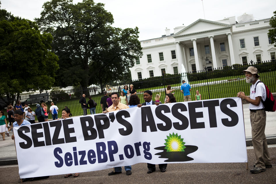 BP barred from new US gov't contracts, land leases