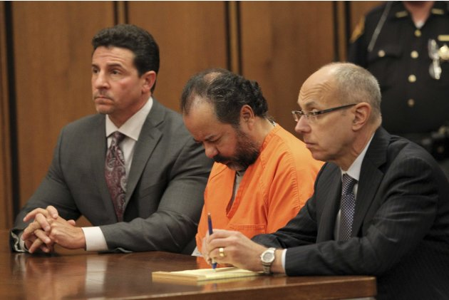 Ariel Castro, 52, sits with his head down between his attorneys Jaye Schlachet and Craig Weintraub during his pre-trial hearing