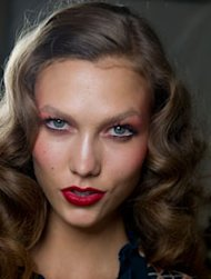 Earlier this week we swooned over the vampy deep red lips sported by Camilla Belle, Lana Del Rey and the gorgeous Kate Bosworth at the Met Ball in NYC