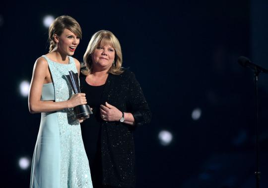 Even Taylor Swift's Mom Got That'Blank Space'Lyric Wrong — Here's Why