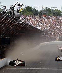 Hildebrand's crash hands Indy 500 to Wheldon