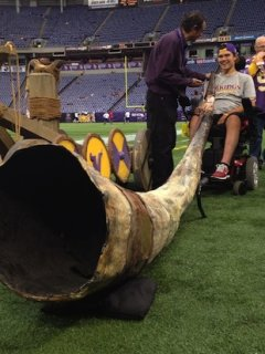 Jack Jablonski prepares to blow the Vikings gjallarhorn — Twitter