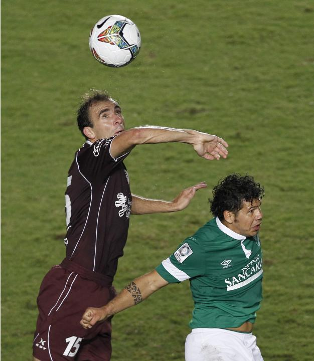 Robin Ramirez of Colombia's Deportivo Cali and Leandro Somoza of Argentina's Lanus fight for the ball during their Copa Libertadores soccer match in Cali