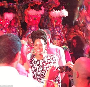 Beyoncé en el Club Tropicana via Daily Mail