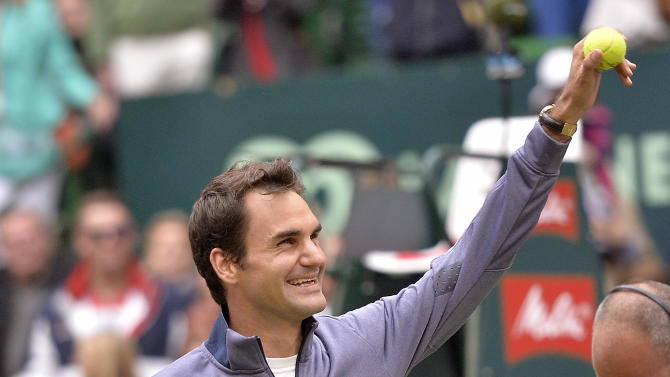 Switzerland's Roger Federer reacts to supporters after winning his semifinal tennis match against Germany's Tommy Haas at the ATP Gerry Weber Open tournament in Halle, Westphalia, Germany, Saturday, June 15, 2013. (AP Photo/Martin Meissner)