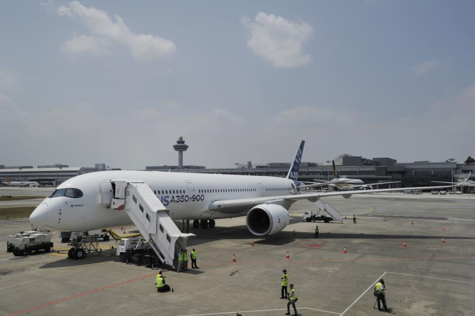 Airbus shows off A350 at big Asian airshow