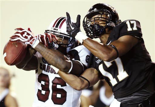 No. 9 S. Carolina runs to 17-13 win over Vandy