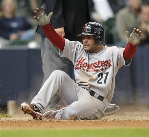 Altuve gets 4 hits, helps Astros beat Brewers 7-5