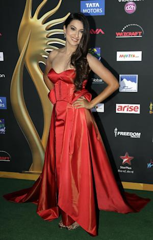Indian actess and model Gauhar Khan poses for photographers as she walks the green carpet for 15th annual International Indian Film Awards Saturday, April 26, 2014, in Tampa, Fla. (AP Photo/Chris O'Meara)