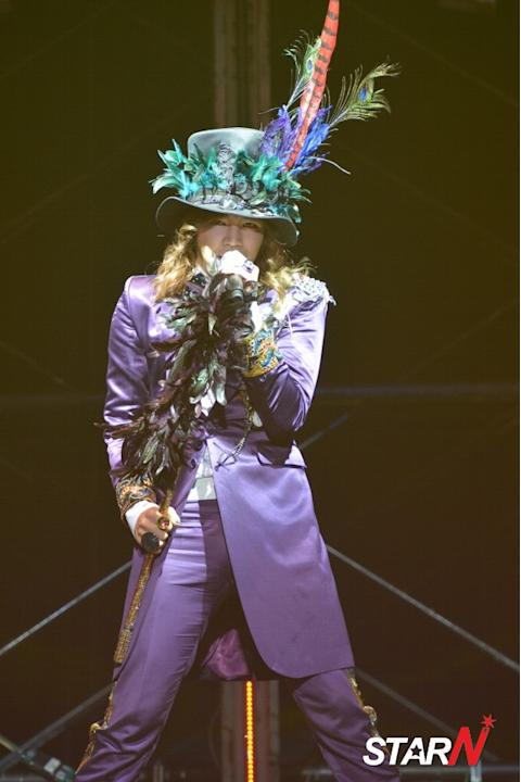 Jang Geun Suk opens his concert in Japan