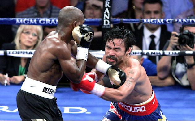 Timothy Bradley (L) Of The US Connects AFP/Getty Images