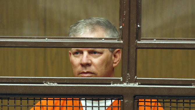 FILE - In this June 16, 2011 file photo, former baseball player Lenny Dykstra appears in a courtroom in San Fernando, Calif.  Dykstra may be sentenced on Monday, March 5, 2012 if a judge rejects his motion to withdraw a no-contest plea on charges of grand theft auto and providing a false financial statement. (AP Photo/Nick Ut, File)