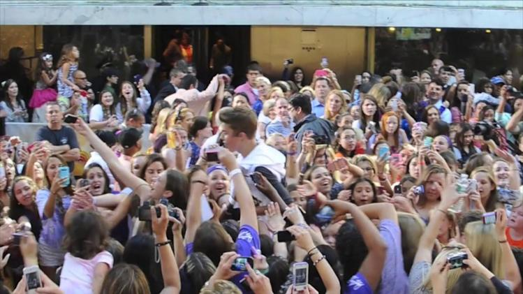 Justin Bieber Angers Fans With His Late 02 Arrival