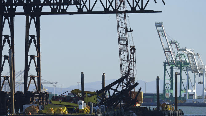 Crane working on new Bay Bridge span falls