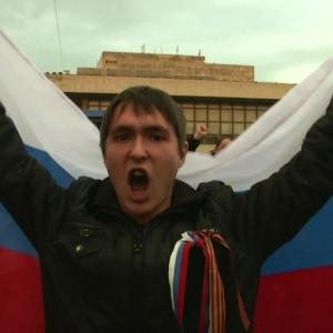 Raw: Pro-Russia Protesters Gather in Crimea