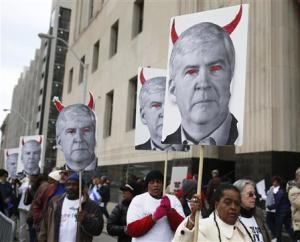 Protesters rally outside Theodore Levin U.S. Courthouse during Detroit's bankruptcy eligibility trial in Detroit