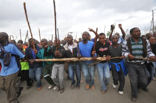 <p>Striking workers march on a South African mine in Marikana on Sepember 5. Key players are refusing to sign a deal to end a deadly wildcat strike at a South African platinum mine, a worker representative and mediator said on Thursday.</p>