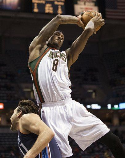 Sanders scores career-high 24, Bucks rout Bobcats