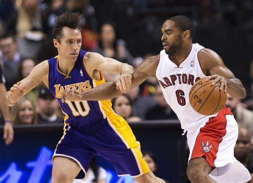 Fields scores 18 as Raptors beat struggling Lakers