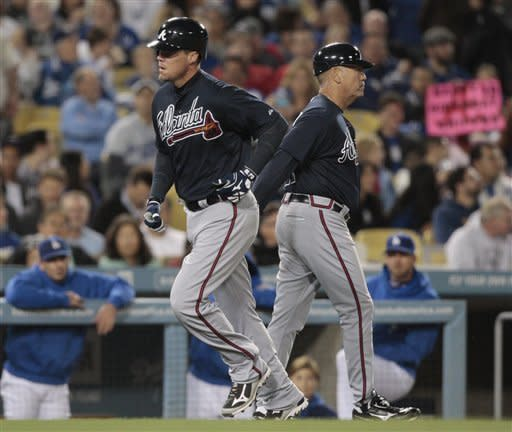 Jones homers on 40th birthday, Braves win