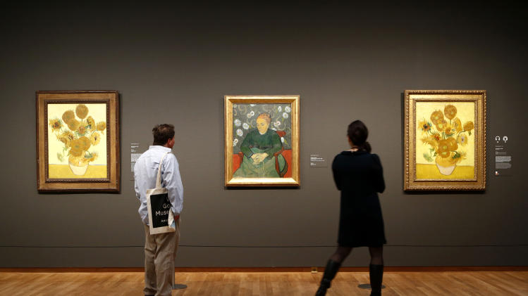 Van Gogh Museum reopens with display on his craft