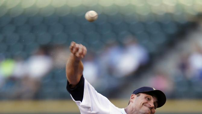 Fuld, Hughes lead Twins past Mariners 2-0