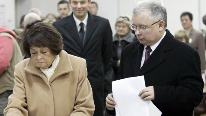 FILE - In this Oct. 21, 2007 file photo Poland's Prime Minister Jaroslaw Kaczynski, right, waits for his mother Jadwiga, left, to cast her vote at a polling station during Parliamentary elections in Warsaw, Poland. Jadwiga Kaczynska, the mother of the identical twin brothers who shaped public life in Poland for many years, has died. She was 86. Kaczynska's death Thursday Jan. 17, 2013, was announced by Law and Justice, the conservative party led by her surviving son, Jaroslaw Kaczynski. (AP Photo/Petr David Josek, File)