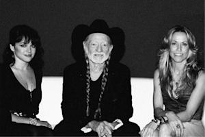 Willie Nelson, Dolly Parton Shoot for 'The Moon' – Song Premiere