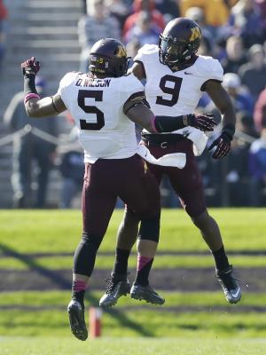 Kill looks on as Minnesota tops Northwestern 20-17