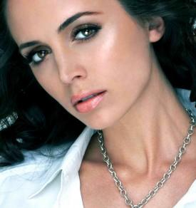 Eliza Dushku To Co-Star In 'The Saint' Backdoor Pilot, Roger Moore To Co-Produce