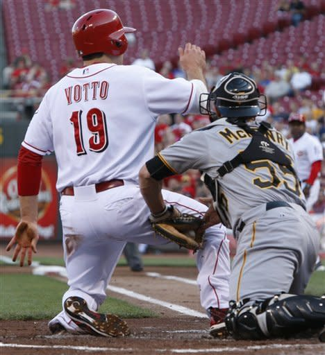Pirates end Chapman's streak, beat Reds 5-4 in 10