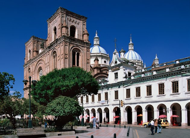Cuenca is located high in the Andes, at 8,200 feet above sea level (2,500 meters). Thanks to its elevation, it offers spring-like weather year-round.