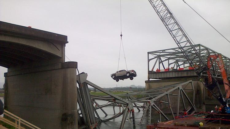 Agency reports progress on collapsed Wash. bridge