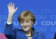 German Chancellor and leader of Christian Democratic Union (CDU) Angela Merkel waves to supporters after first exit polls in the German general election (Bundestagswahl) at the CDU party headquarters in Berlin September 22, 2013. REUTERS/Fabrizio Bensch