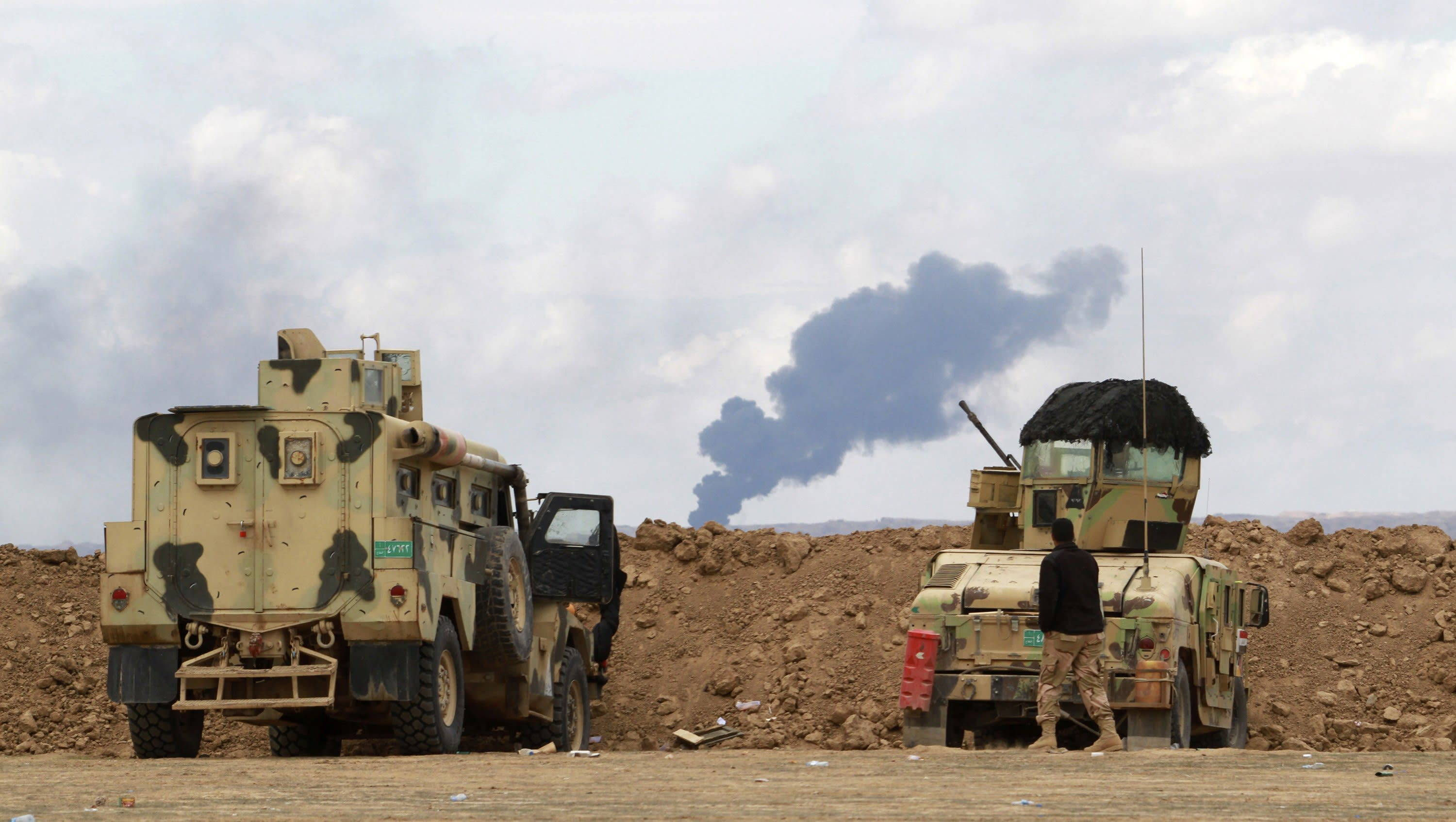 Islamic State torches oil field near Tikrit as militia advance