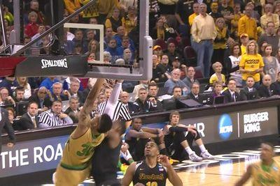 Notre Dame's Zach Auguste brings the house down on this alley-oop jam