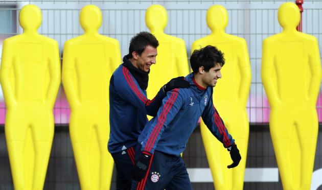 Bayern Munich's Mandzukic and Martinez attend a training session in Munich