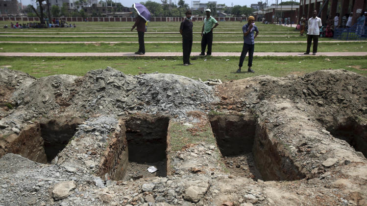 Bangladesh building collapse victims buried