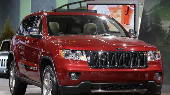 FILE - This Feb. 8, 2012, file photo, shows a Jeep Grand Cherokee during the media preview of the Chicago Auto Show at McCormick Place in Chicago. U.S. auto safety regulators are investigating complaints that the ceilings can catch fire in 2012 Jeep Grand Cherokee SUVs. The probe, announced Friday, Aug. 23, 2013, by the National Highway Traffic Safety Administration, covers an estimated 146,000 of the popular sport utility vehicles. (AP Photo/Nam Y. Huh, File)
