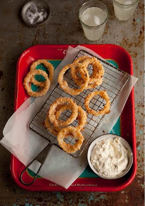 Crispy Onion Rings with Jalapeno Dip