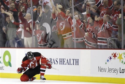 Kovalchuk returns, carries Devils past Flyers