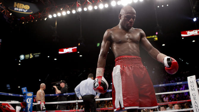 Floyd Mayweather Jr. walks back to his corner after the eighth round against Miguel Cotto during a WBA super welterweight title fight, Saturday, May 5, 2012, in Las Vegas.  (AP Photo/Eric Jamison)