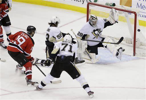 Devils slip past Penguins for 3-2 victory