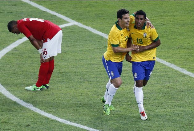 Brazil's Paulinho celebrates his goal with Hernanes next to England's Oxlade-Chamberlain during their international friendly soccer match at the Maracana Stadium in Rio de Janeiro