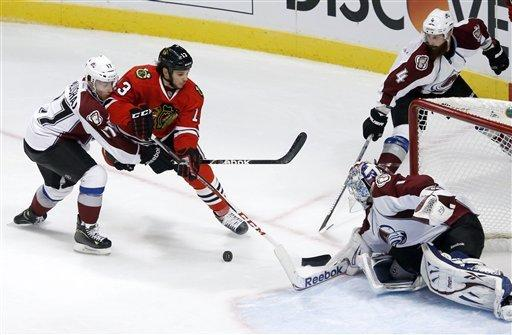 Blackhawks win 11th straight, extend points streak