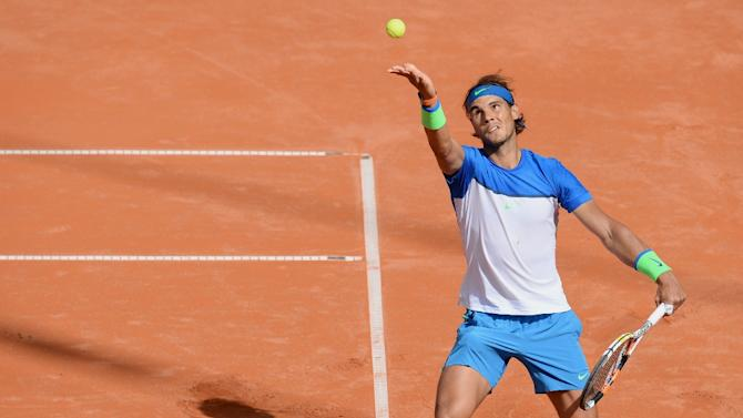 Spain's Rafael Nadal serves the ball during his quarterfinal match against Uruguay's Pablo Cuevas at the ATP tournament in Hamburg, northern Germany on July 31, 2015